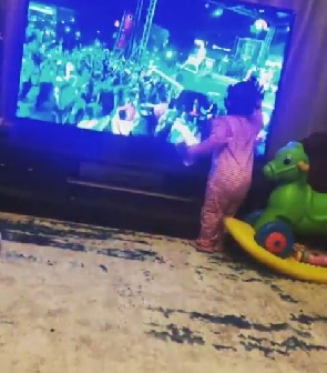 Stonebwoy's daughter  happy for seeing his dad performing