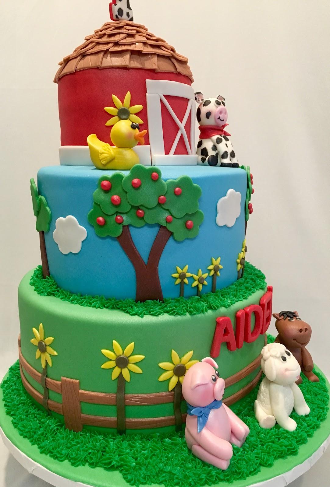 MyMoniCakes: Barnyard cake with fondant animal sculptures