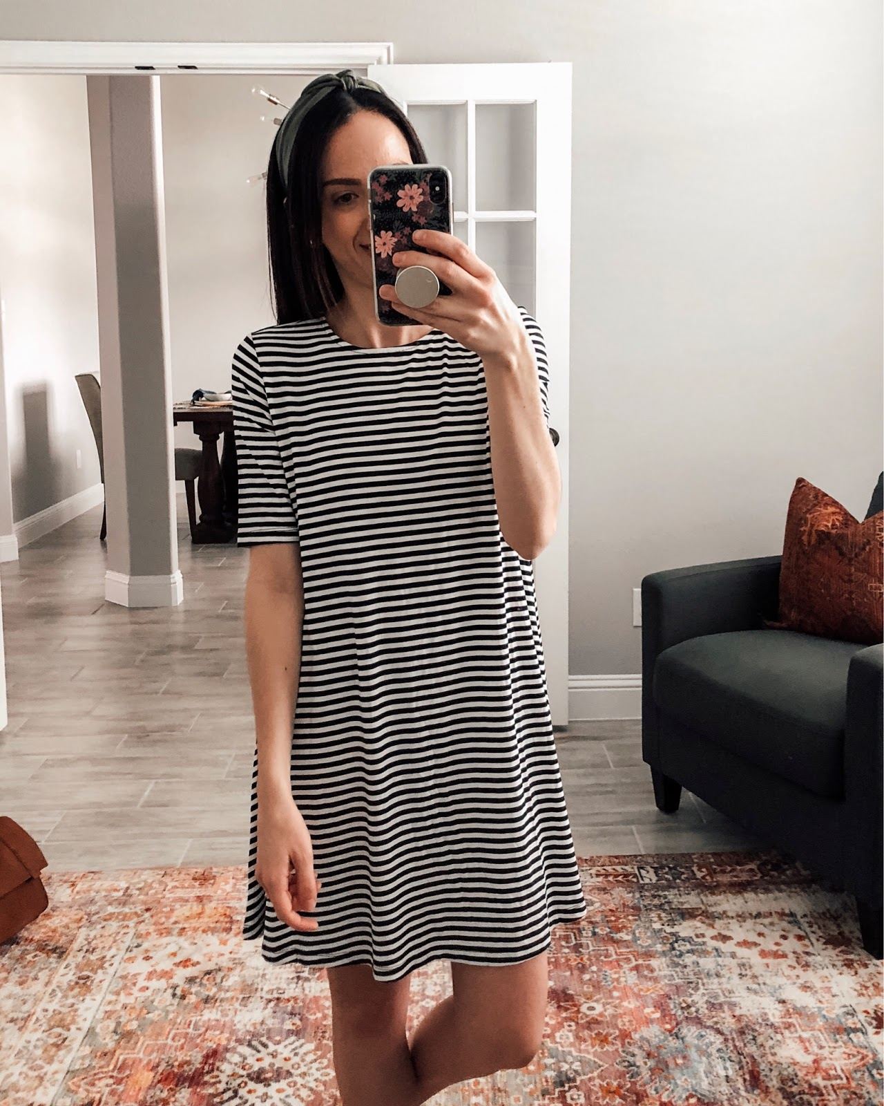 Styling a basic dress with hair tie and sandals