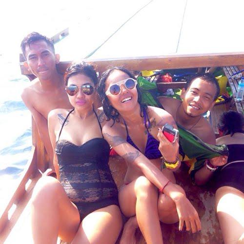 Della's sister Julia Perez Sexy Bikini HOT in Lombok, Peek collection The pictures