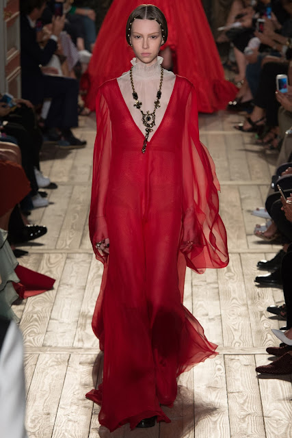 Valentino Fall 2016 Couture Fashion Show: Shakespeare Inspired