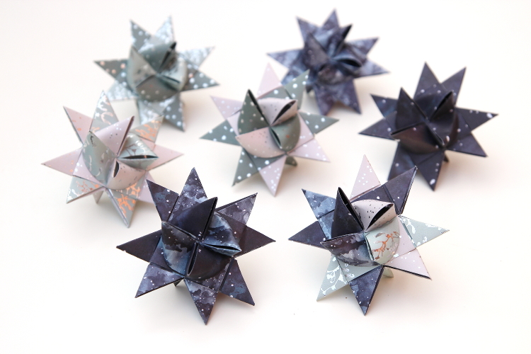DIY FROEBEL (AKA GERMAN OR NORDIC) PAPER STARS.