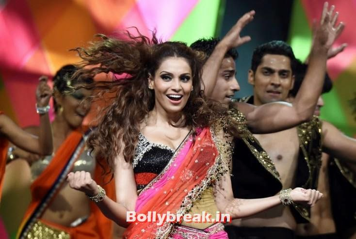 Bipasha Basu, IIFA 2014 Dance Performance Pics