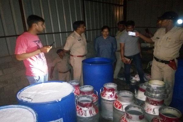 BIG BREAKING: हरियाणा में नकली दूध की फैक्ट्री का भंडाफोड़, भारी मात्रा में केमिकल बरामद, 6 गिरफ्तार