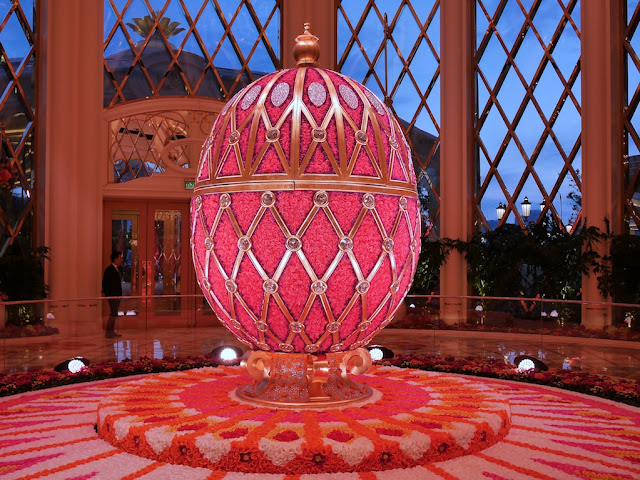 12-foot-tall Fabergé egg floral sculpture by Preston Bailey at the Wynn Palace
