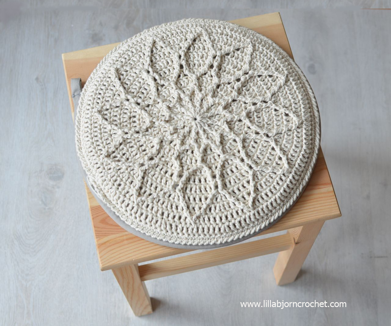 Beautiful Crochet Chair Cover Pattern Crest - Easy Scarf Knitting ...