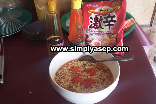 READY TO SERVE: Geikara Ramen Mi Instant is ready to serve, Sprinkle sauce sabos or other toppings according to your taste. Photo of Asep Haryono