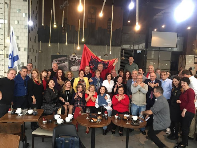 Israelis Albanians celebrated the Independence Day with the eagle and red and black flag