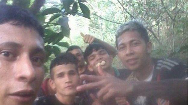 """Se fuga de la cárcel y comparte selfies de su """"logro"""""""