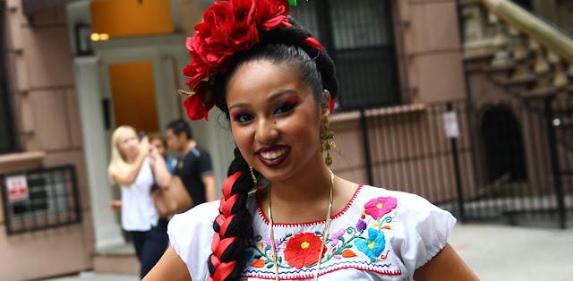 Jove mexicana con los caracteristicas fisicas de la poblacion indegena en america