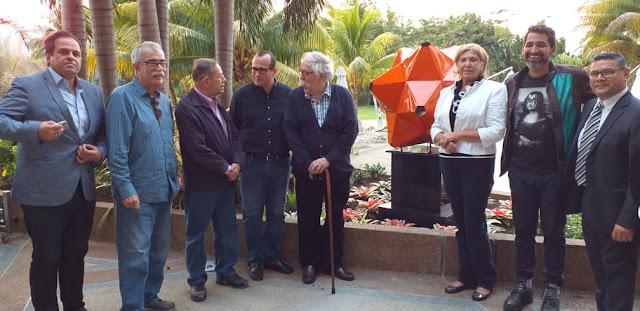 FARÁNDULA: La estrella naranja de 12 puntas fue instalada con motivo del 464 Aniversario de Valencia.