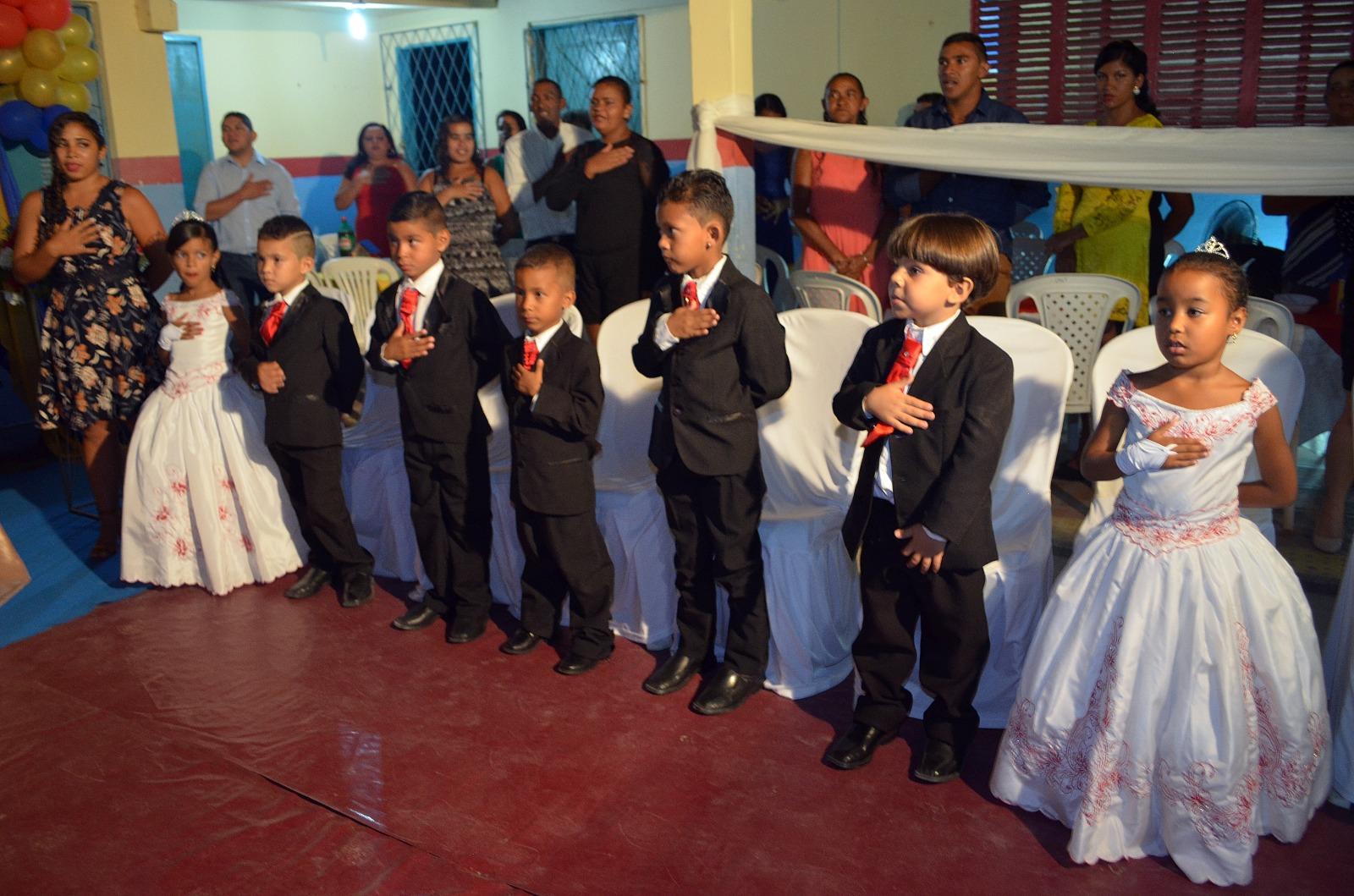 11b540acd Neste último sábado (17) a escola Luiz de França Lima foi palco de mais uma  formatura