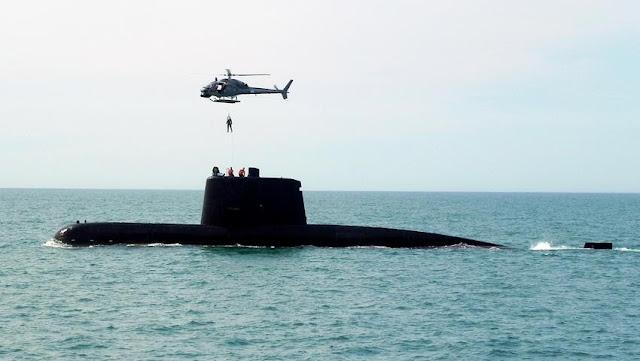 Submarinos ARA San Juan y ARA Salta realizan ejercicios con helicópteros