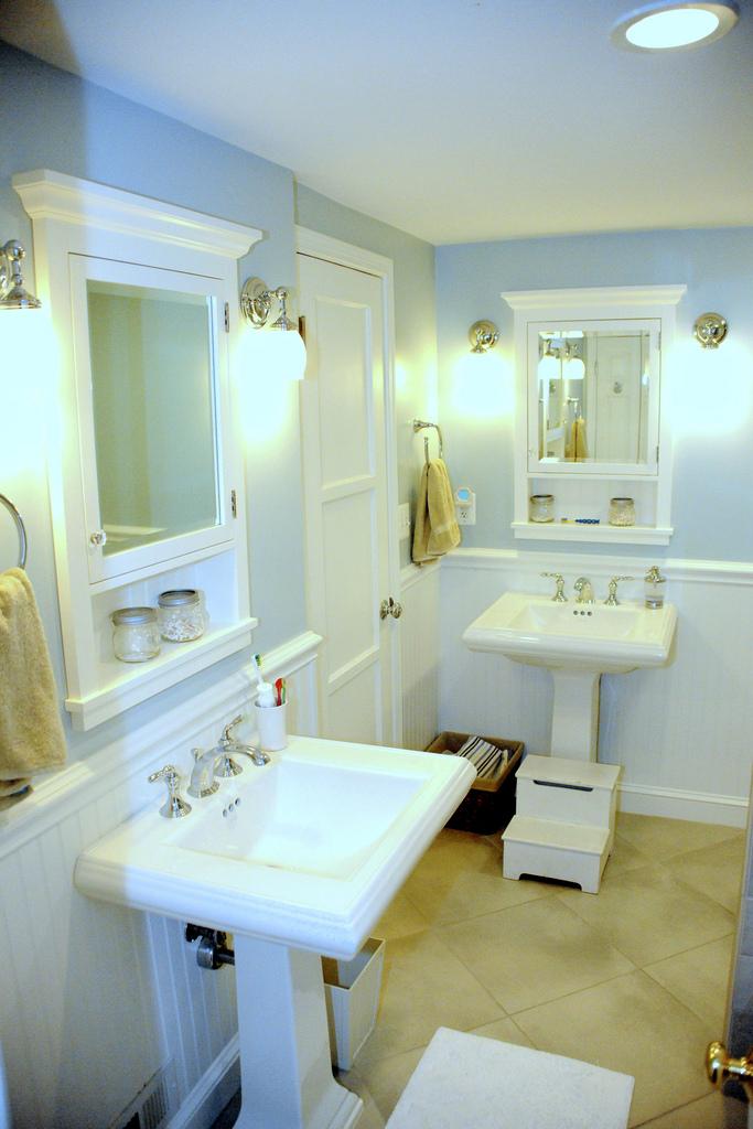 sparklingbathroom.jpg-787873.jpg