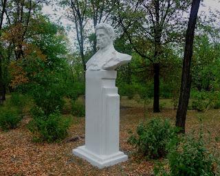 Новгородское. Парк. Памятник В. В. Маяковскому