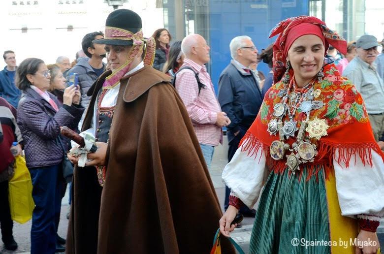 Fiesta de la Trashumancia Madrid  男性のユニークな帽子が目を引く民族衣装