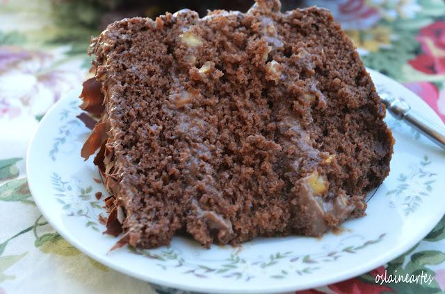 Bolo de Chocolate com Recheio Cremoso de Chocolate e Amendoim