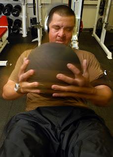 Como fazer sua própria medicine ball