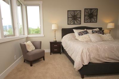 ห้องนอนด้วยโทนขาวดำเรียบง่าย
