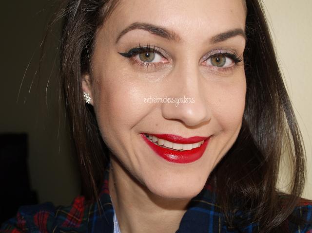 maquillaje static delineado labios rojos