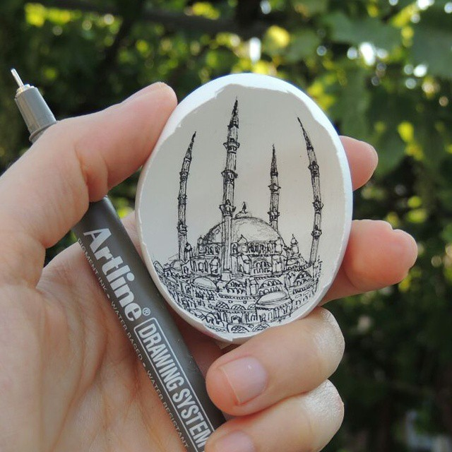 09-Selimiye-Mosque-Süreyya-Noyan-Architecture-Drawings-Art-Paintings-in-an-Egg-www-designstack-co