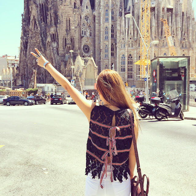 English facotry lace blouse, ribbon blouse , 31 phillip lim mini pashli bag, asos jeans, fashion blog, spain, jetset, travel, sagrada familia