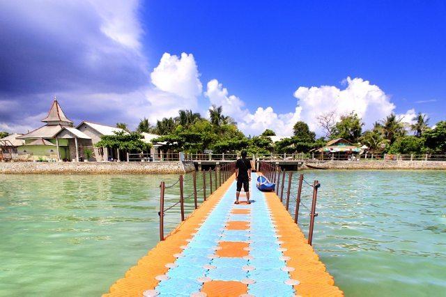 foto dermaga di pulau bawean gresik keren