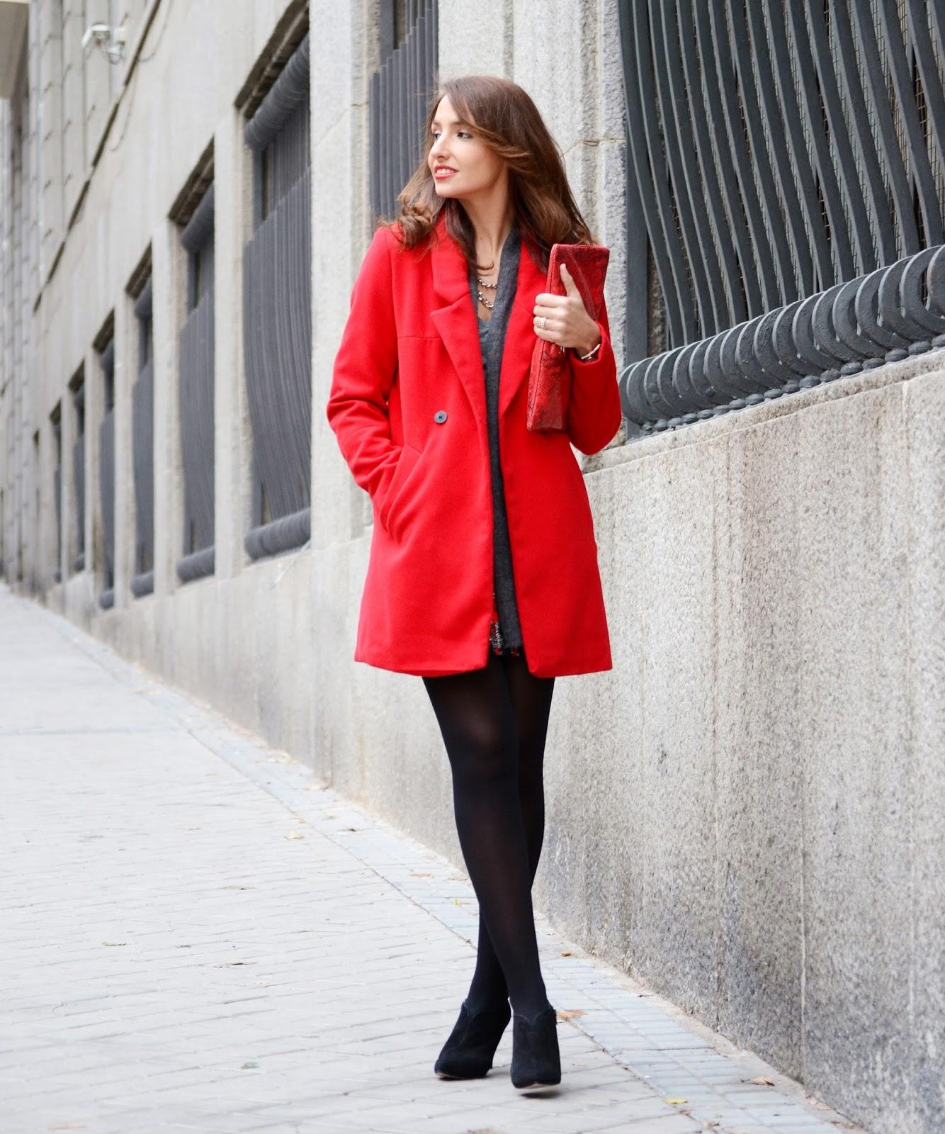 Abrigo rojo dolores promesas