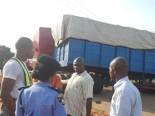 Fully Loaded Truck Loses Control Along Awka-Onitsha Expressway
