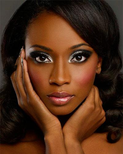 Foto 4 - inspiração maquiagem prata na pele negra
