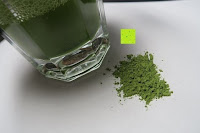 Vergleich Pulver Flüssigkeit: matcha108 - Bio Matcha Tee in Premium Qualität (Ceremonial Grade), 108g direkt von der Öko-Plantage (kbA.)