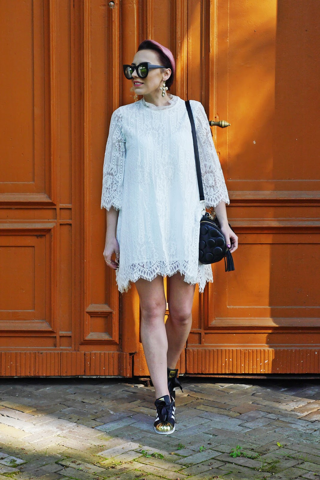 blog_modowy_karyn_lace_dress_white_adidas_superstar_ootd_look_250517a