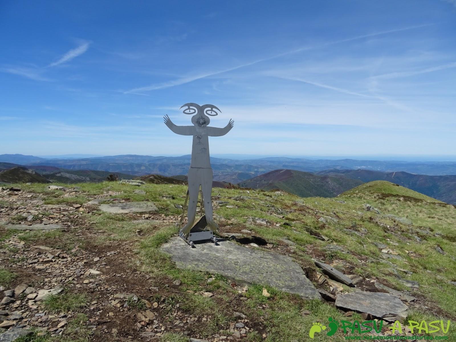 Buzón de cima del Pico Mustallar, techo de la Provincia de Lugo en Los Ancares