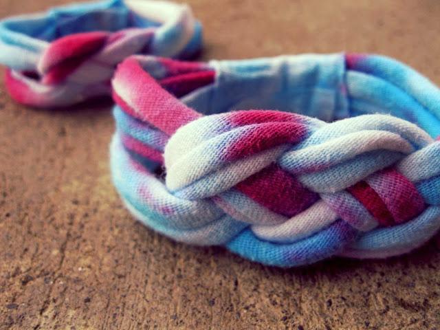 t-shirt bracelet, tie dye bracelet, t shirt bracelet, DIY, t-shirt upcycle