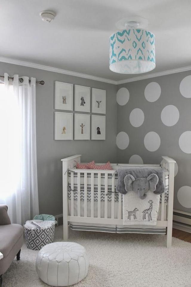 pokój niemowlaka szary i biały