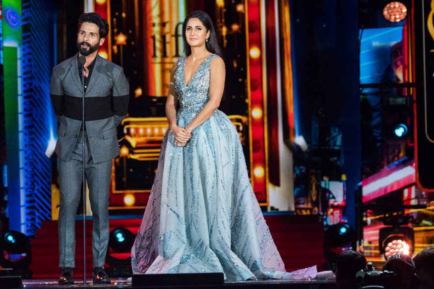 Shahid Kapoor Accepts Award Alongside Katrina Kaif at 2017 IIFA Awards at MetLife Stadium