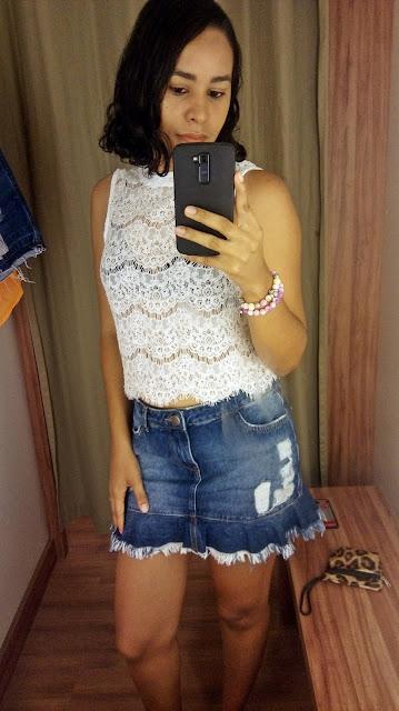 Garimpo Natal e Réveillon: Renner Shopping da Bahia saia jeans e blusa branca de renda