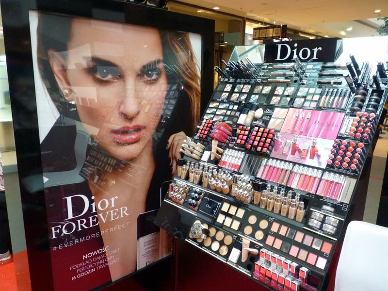 Terminy przydatności do użycia kosmetyków kolorowych wykorzystywanych do codziennego makijażu