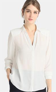 blusa blanca con cuello camisero y tachas 2018