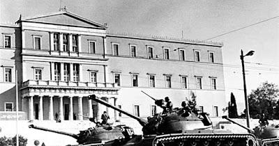 Τανκ της χούντας μπροστά στη Βουλή
