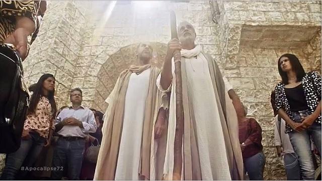 As duas testemunhas da novela Apocalipse anunciam o Evangelho em horário nobre