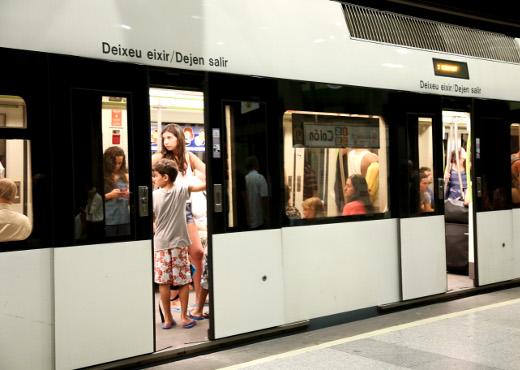 FGV completa la adecuación del espacio reservado en los trenes de Metrovalencia para los viajeros que utilizan silla de ruedas