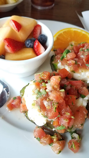 Avocado Benedict: Avocado with Eggs and Salsa
