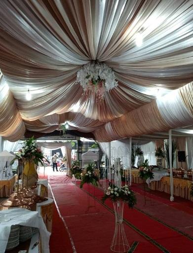 Tenda Pernikah di Jalan depan rumah