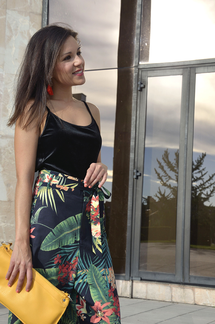 tropical-pants-velvet-body-summer-look-trendy-outfit-trends-gallery-style