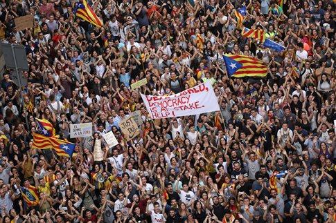 Χιλιάδες Καταλανοί στους δρόμους κατά της αστυνομικής βίας
