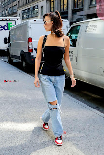 Bella-Hadid-Is-Seen-Out-in-NYC-15+%7E+SexyCelebs.in+Exclusive.jpg