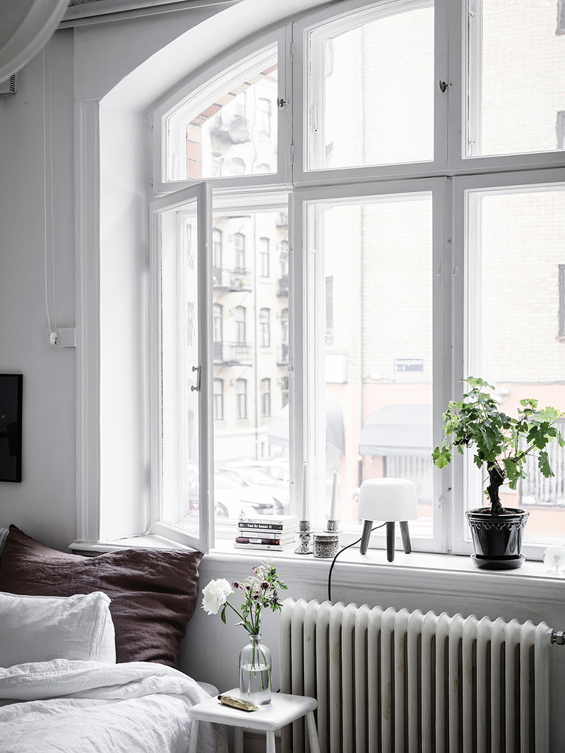 A few days ago this amazing petite apartment in gothenburg while perusing entrance makleri for a super small space it is packing with amazing style