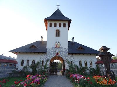 Manastirea Izvoru Muresului