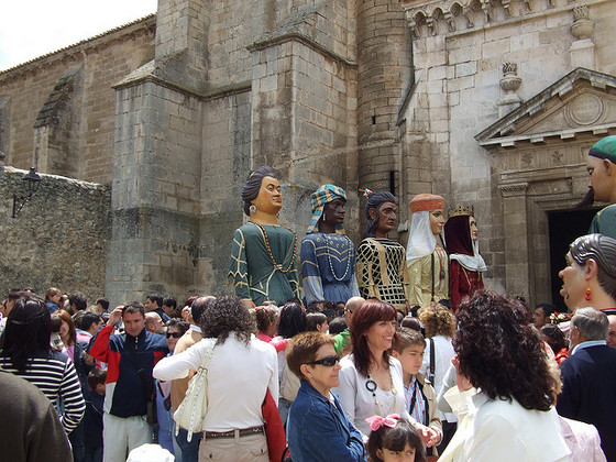 imagen_burgos_curpillos_huelgas_fiesta_gigantones_baile